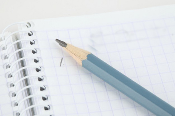 prendere-appunti-oggetti-elenco-per-fare-la-lista_3303720